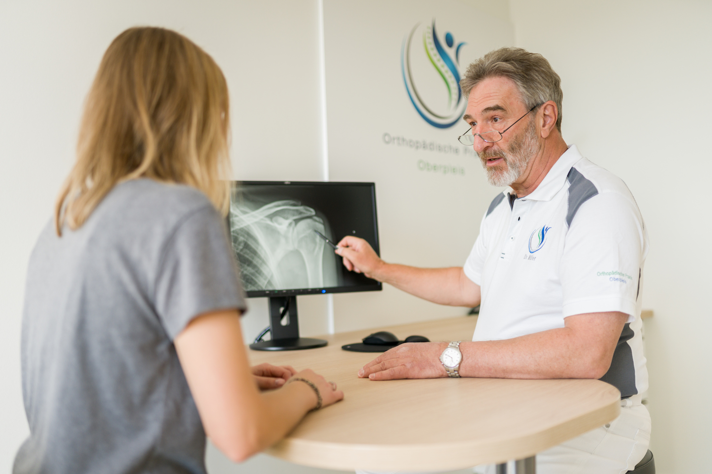 Digitales Röntgenbild der Schulter mit Kalkablagerung